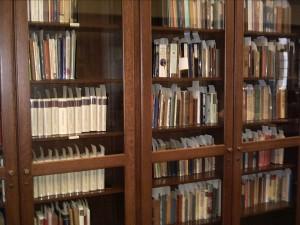 Малка част от библиотеката в читалнята на The Marion E. Wade Center, където през лятото на 2004 г. прекарах месец и половина в изучаване на апологетиката на Дж. К. Честъртън.
